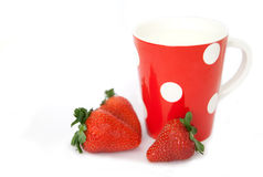 mjölka jordgubbar Arkivbild