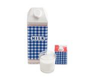 Mjölka lådan, låda med kräm, och exponeringsglas med mjölkar royaltyfri foto