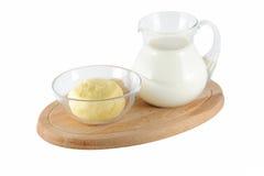 Mjölka och breda smör på royaltyfria foton