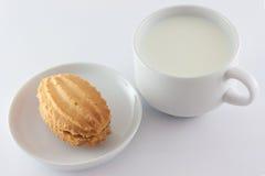 Mjölka och sötsaker arkivbilder