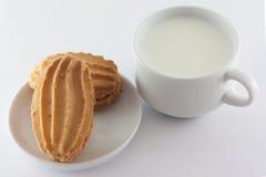 Mjölka och sötsaker arkivfoto