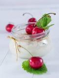 Mjölka ris med körsbär Royaltyfria Bilder
