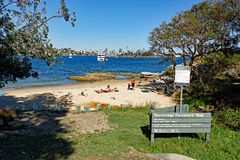 Mjölka stranden, Sydney Harbour, Vaucluse, Sydney, Australien royaltyfria foton