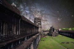 Mjölkaktig väg för sommar i Angkor Wat, Kambodja Arkivbilder