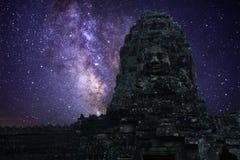 Mjölkaktig väg i Angkor Wat Royaltyfria Bilder