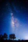 Mjölkaktig väg i sommarnatt Arkivbilder