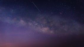 Mjölkaktig väg med meteor Fotografering för Bildbyråer