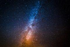 Mjölkaktig väg med miljon stjärnor på natten Arkivfoton