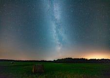 Mjölkaktig väg på natthimmel, abstrakt naturlig bakgrund Arkivfoton