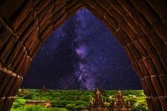 mjölkaktig väg, tempel som är bagan Royaltyfria Bilder