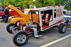 Mjölkavagnen på en bilShow Arkivfoto