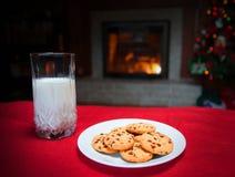 Mjölka och kakor Fotografering för Bildbyråer