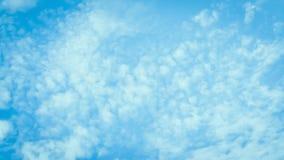 Mjuk blå himmel- och molnbakgrund Fotografering för Bildbyråer