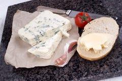 Mjuk och krämig blå fransk ost Arkivbilder