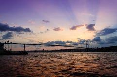 Mjuk solnedgång på den Bosphorus bron Fotografering för Bildbyråer