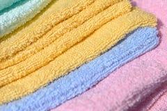 Mjuk yttersida av handdukar Arkivfoton