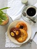 Mjuka kakor med vit- och chokladstora biten royaltyfri bild