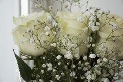 Mjuka rosor för vit i buketten Royaltyfri Foto