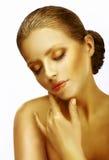 mjukhet Drömlik sofistikerad kvinna med stängda ögon i drömmeri Royaltyfri Fotografi