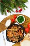 Mjukt kaninkött med skogchampinjoner En diet-maträtt Royaltyfri Foto