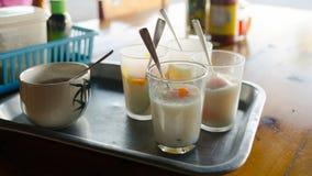 Mjukt koka-ägg i exponeringsglas Royaltyfri Bild