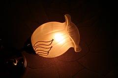 Mjukt ljus från nattlampan Arkivbild