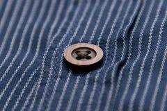 Mjukt material för fläckigt för tyggrov bomullstvillstil material för bot med knappbrunt royaltyfri bild