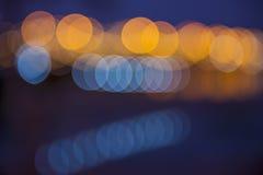 Mjukt suddigt bokehljus av brobakgrund Arkivfoto
