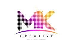 Mk M K Letter Logo Design avec les points et le bruissement magenta Images libres de droits