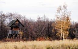 Mknący dom w łowieckim terenie obraz stock