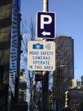 Mknięcie Ostrzega bezpieczeństwo na drogach kamer Signage obrazy stock