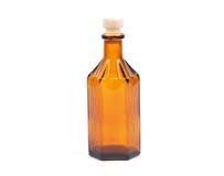 100ml空白瓶褐色能防止孩童瞎摸弄的剪报玻璃包括的查出的标签盒盖医学路径白色 库存照片