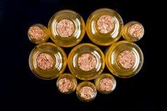 100ml空白瓶褐色能防止孩童瞎摸弄的剪报玻璃包括的查出的标签盒盖医学路径白色 库存图片