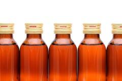 100ml το κενό γυαλί ψαλιδίσματος μπουκαλιών καφετί ακίνδυνο για τα παιδιά συμπεριλαμβανόμενο απομόνωσε το λευκό μονοπατιών ιατρικ Στοκ φωτογραφίες με δικαίωμα ελεύθερης χρήσης