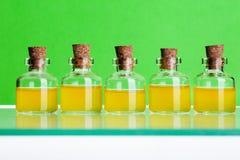 100ml το κενό γυαλί ψαλιδίσματος μπουκαλιών καφετί ακίνδυνο για τα παιδιά συμπεριλαμβανόμενο απομόνωσε το λευκό μονοπατιών ιατρικ Στοκ φωτογραφία με δικαίωμα ελεύθερης χρήσης