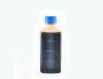 100ml pustego miejsca butelki brąz biel ścinku szkło zawrzeć odosobnionej etykietki pokrywkowego medycyny ścieżki biel Obrazy Stock