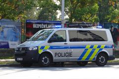 Mladï ¿ ½ Boleslav, Tjeckien, 15-09-2018: Tjeckisk polisolyckspatrull i handling royaltyfri fotografi