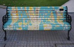 Målade bänkar av Santiago i Las Condes, Santiago de Chile Arkivbild