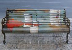 Målade bänkar av Santiago i Las Condes, Santiago de Chile Royaltyfri Fotografi