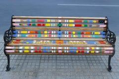 Målade bänkar av Santiago i Las Condes, Santiago de Chile Royaltyfria Bilder
