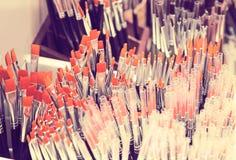 Målarfärgborstar shoppar Arkivfoto