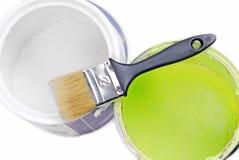 Målarfärgcans och målarpensel Royaltyfri Fotografi