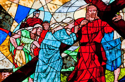 Målat glassvisning Jesus som bär det argt Royaltyfri Bild