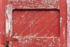 målat paneling av rött trä Arkivfoton