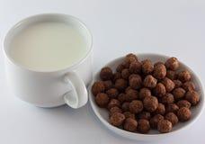 Mleko i cukierki Fotografia Royalty Free