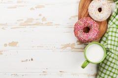 Mleko i donuts obrazy stock