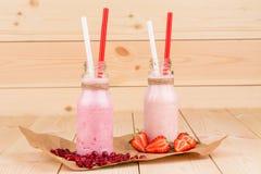 Mleko i jagodowy potrząśnięcie Obraz Royalty Free