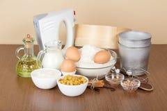 Mleko, kwaśna śmietanka, mąka, rodzynka i pikantność, obrazy royalty free