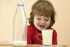 mleko musi dzieci napojów. Fotografia Stock