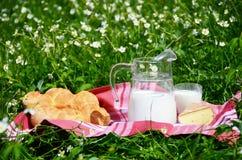 Mleko, ser i chleb, obrazy stock